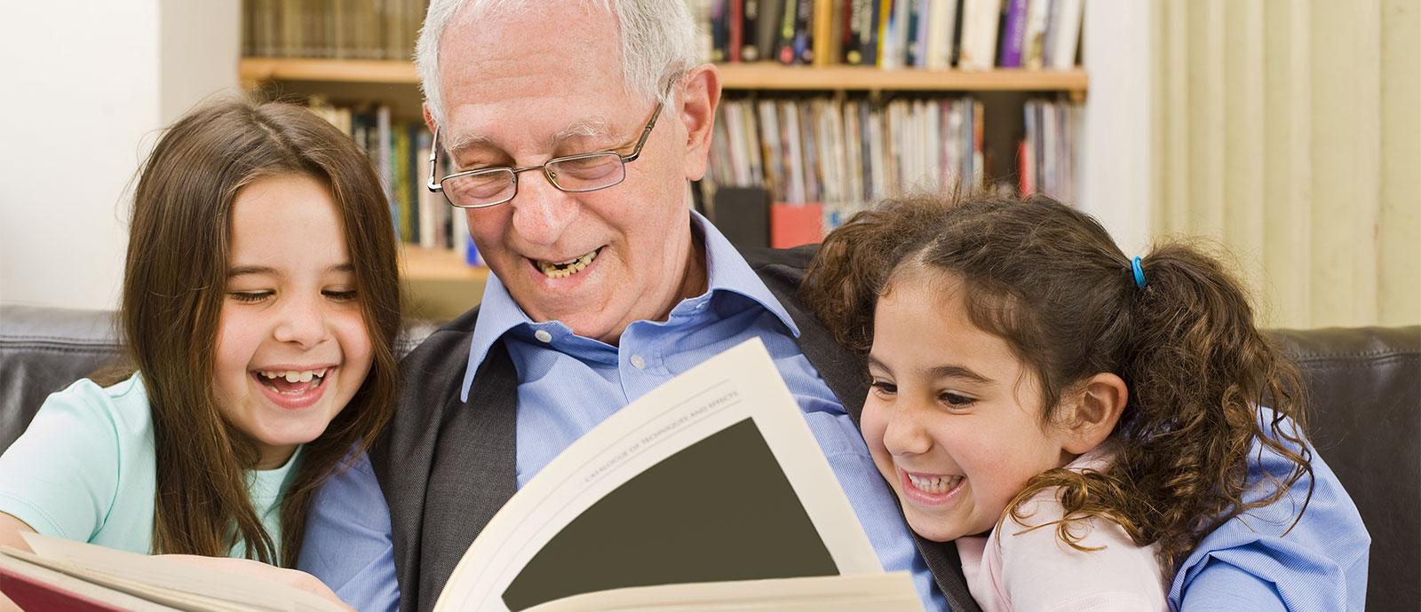 grandpa-reading-to-kids-intergeneration-ti